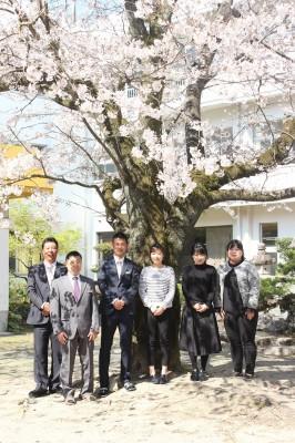 2019年度 6名の学科職員で頑張ります☆ 左から 佐々木先生・井上先生・梶原先生・竹之内先生・向井先生・加治屋先生