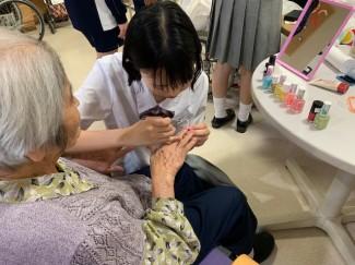 高齢者施設でのボランティアの様子