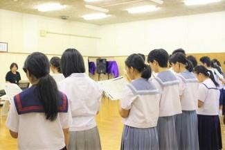 合唱をとおして発声の練習をしています