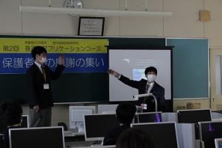 生徒それぞれが実演を交えて作品を発表しました。